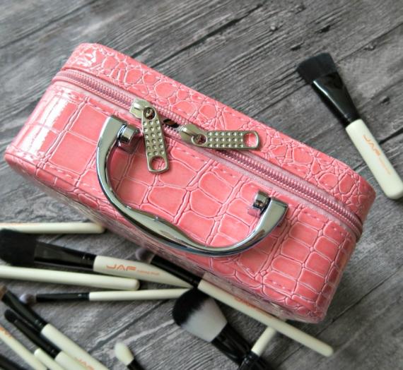 Kosmetikos dėžutė iš Gearbest.com, arba rožinės spalvos prakeiksmas
