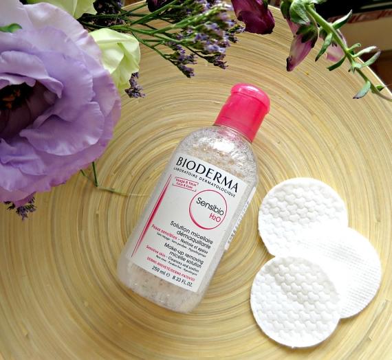 """Apžvalga: """"Bioderma"""" raminantis valomasis micelinis vanduo """"Sensibio H2O"""". Ar tikrai geriausias?"""
