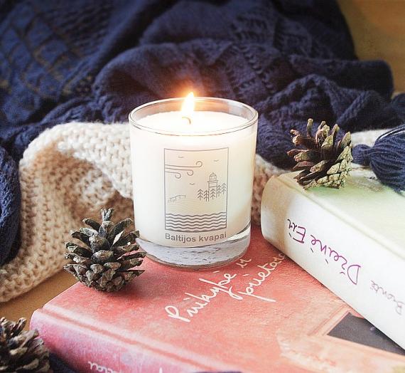 """Kaip kvepia pasimatymas? Natūralaus sojų vaško kvepianti žvakė """"Baltijos kvapai"""""""