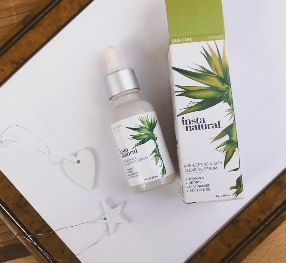 """Apžvalga: """"InstaNatural"""" veido serumas su vitaminu C, retinoliu ir salicilo rūgštimi"""