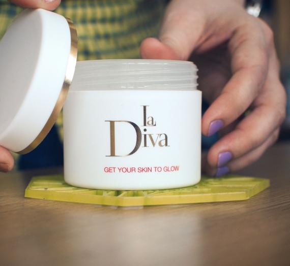 """Apžvalga: """"La Diva"""" šveičiamosios kempinėlės su AHA/BHA rūgštimis"""
