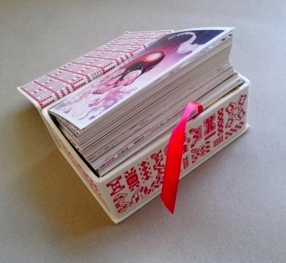 """Apžvalga: ką rasite atvirlaiškių rinkinio """"James Jean: Memu: 100 Postcards"""" dėžutėje"""