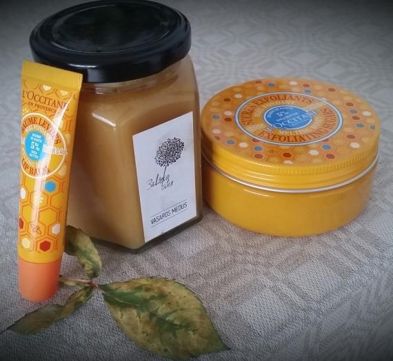 """Svečiuose Giedrė. """"L'occitane"""" taukmedžių sviesto ir medaus šveičiamasis kūno cukrus"""
