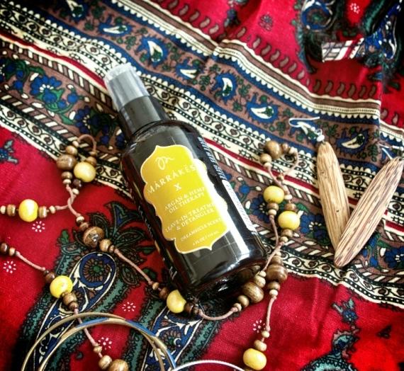 """Apžvalga: """"Marrakesh X Leave-In Dreamsicle"""" nenuplaunamas ir šukavimą palengvinantis purškalas plaukams"""