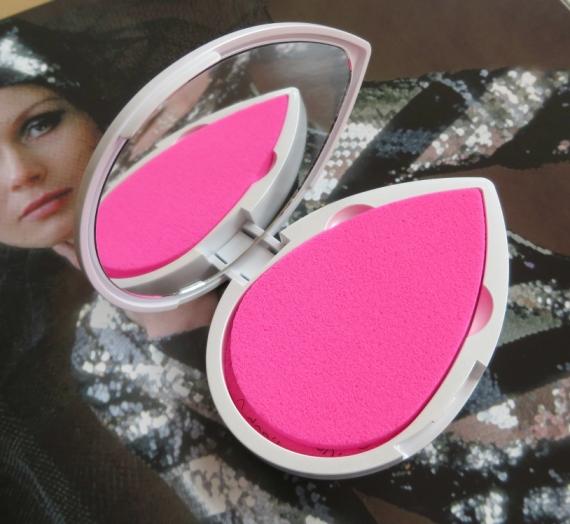"""Apžvalga: """"BeautyBlender Blotterazzi"""" odos blizgėjimą mažinančios kempinėlės su veidrodėliu"""