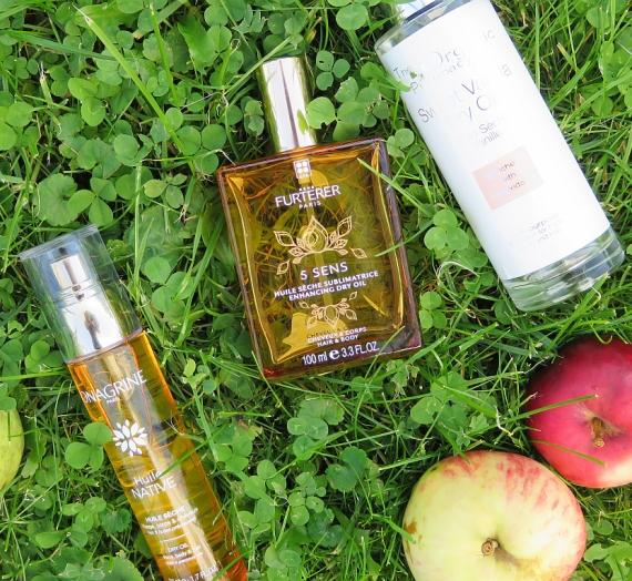 """Trys sausi, purškiami plaukų aliejai be silikonų: """"Rene Furterer"""", """"The Organic Pharmacy"""" ir """"Onagrine"""""""
