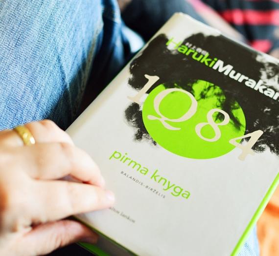 Penkios birželio knygos: truputį motyvacinio cukraus, duoklė mylimiausiam autoriui ir dar viena paaugliška distopija