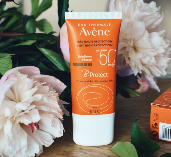 """Apžvalga: """"Avene"""" apsauginis drėkinamasis kremas su spalvos pigmentais """"B-Protect"""", SPF50"""