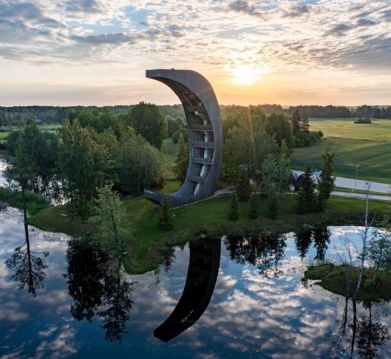 Ką pamatyti Lietuvoje: Kirkilų apžvalgos bokštas ir karstiniai ežerėliai